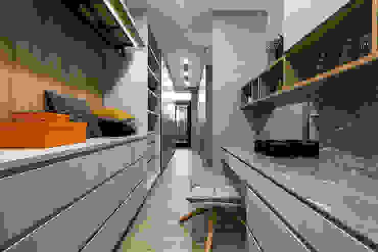 更衣室另外一方向可以通往陽台 根據 Fertility Design 豐聚空間設計 現代風