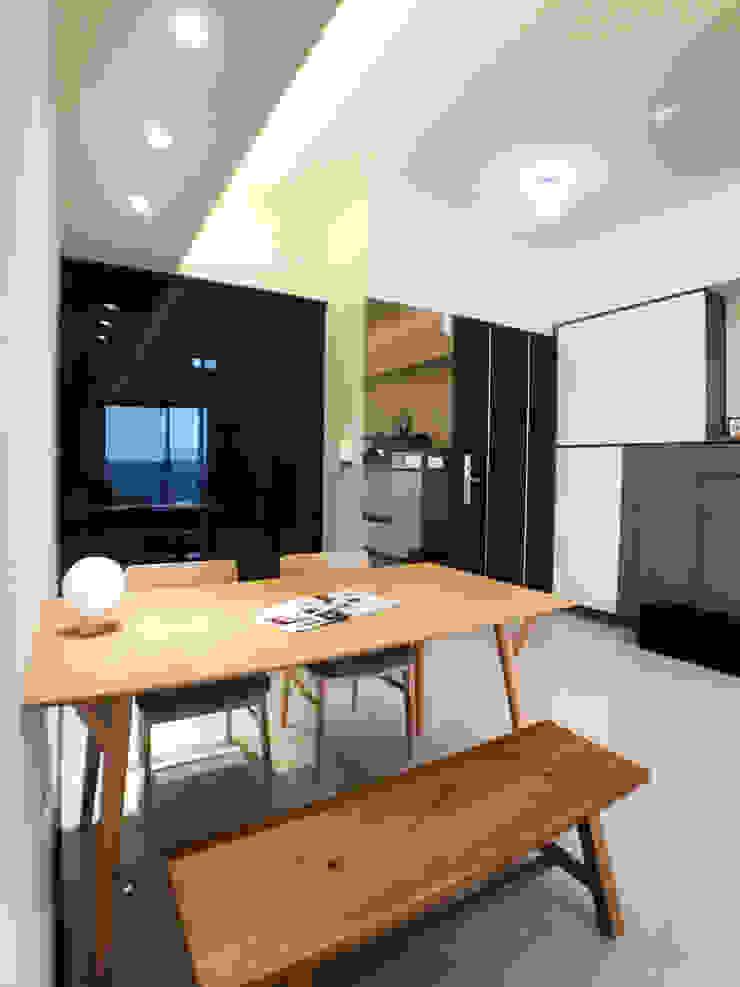 餐廳與客廳空間相結合 台中室內設計裝修|心之所向設計美學工作室 Minimalist dining room