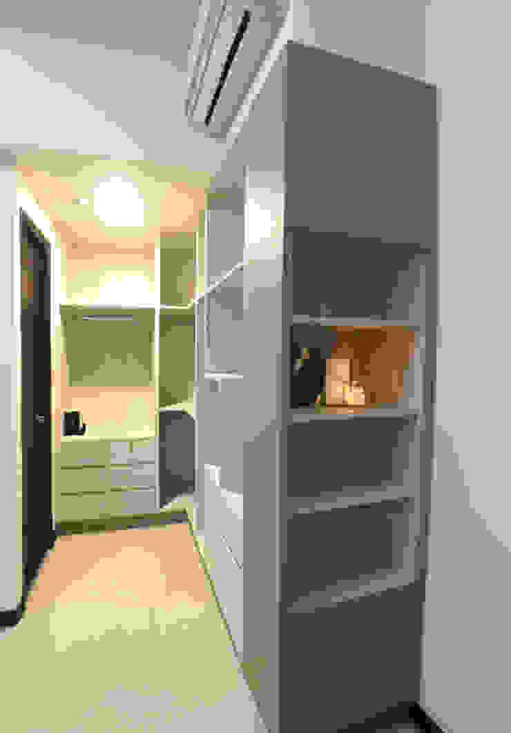 將空間分隔出一塊當作開放式更衣空間 台中室內設計裝修|心之所向設計美學工作室 Minimalist style dressing rooms