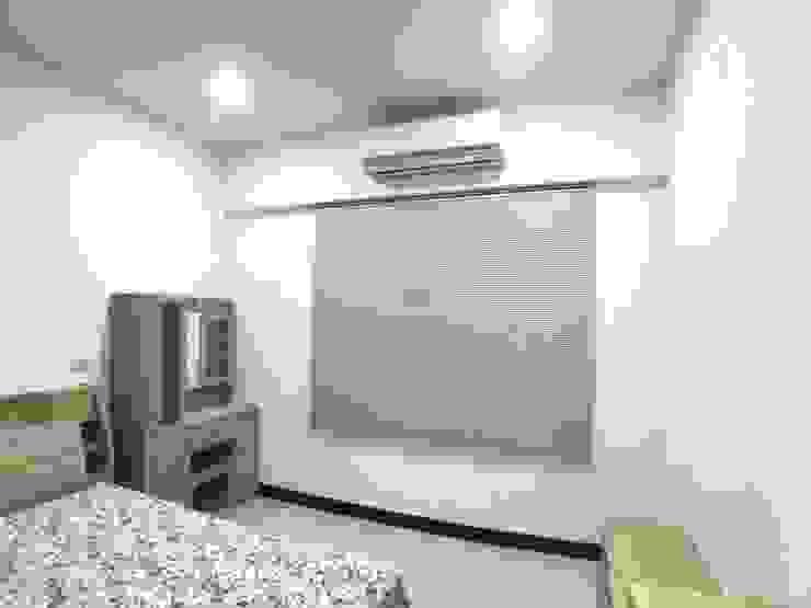 床組與櫃子為全木皮質感 根據 台中室內設計裝修 心之所向設計美學工作室 簡約風