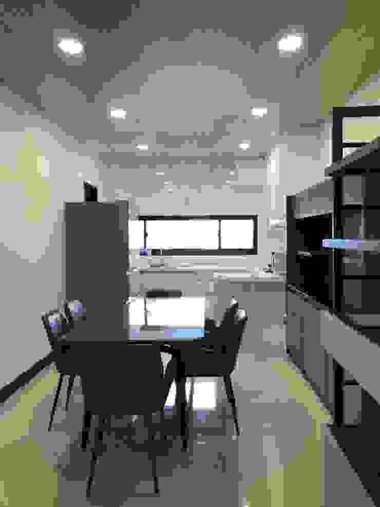 廚房對外窗讓空氣流通 根據 台中室內設計裝修 心之所向設計美學工作室 簡約風