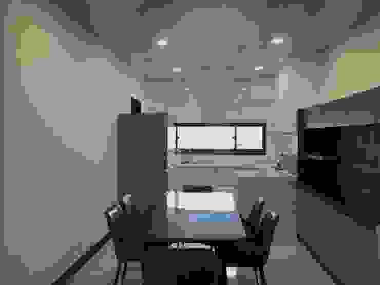 廚房對外窗也照明了空間 根據 台中室內設計裝修 心之所向設計美學工作室 簡約風