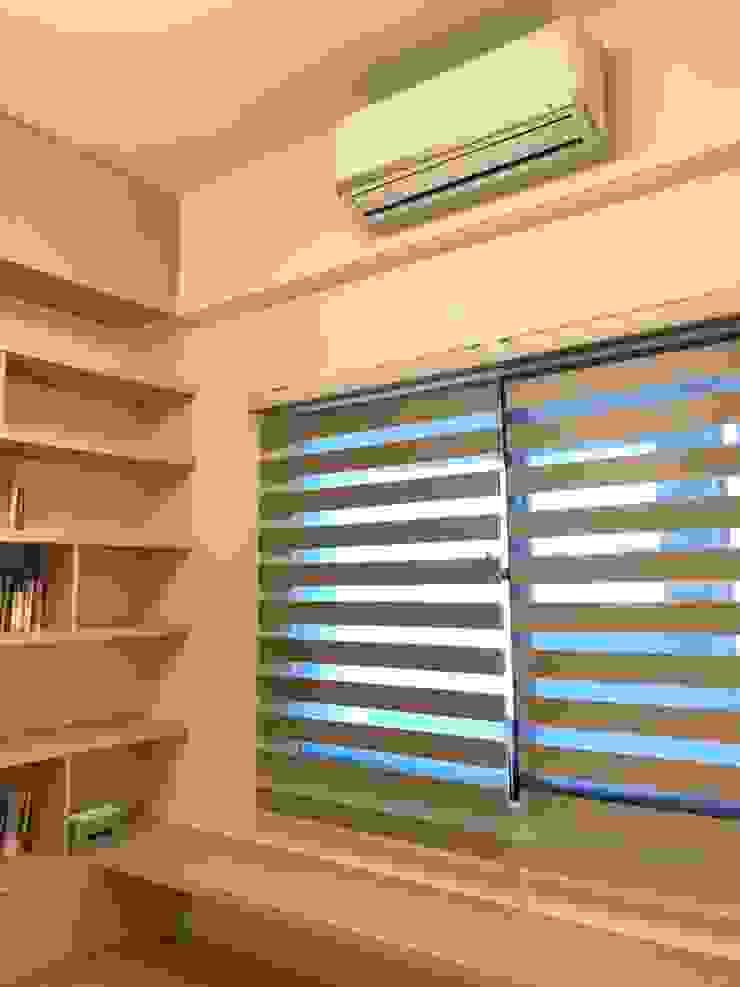 百葉窗調節室內明亮度: 極簡主義  by 台中室內設計裝修 心之所向設計美學工作室, 簡約風