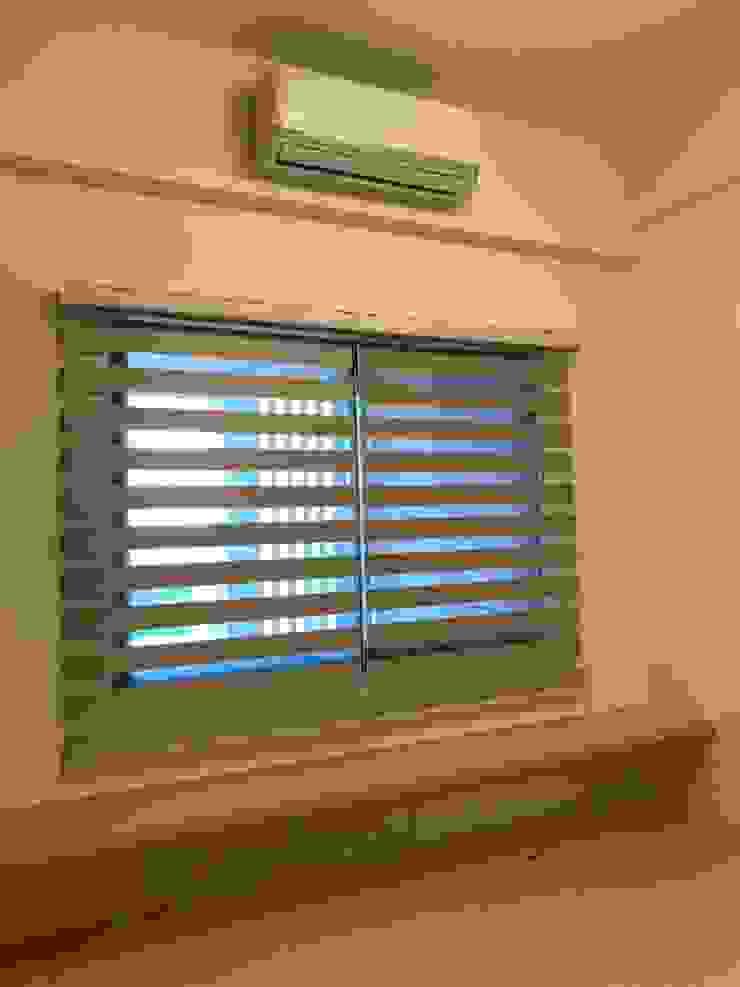 窗下的層板可坐可當置物板 根據 台中室內設計裝修 心之所向設計美學工作室 簡約風