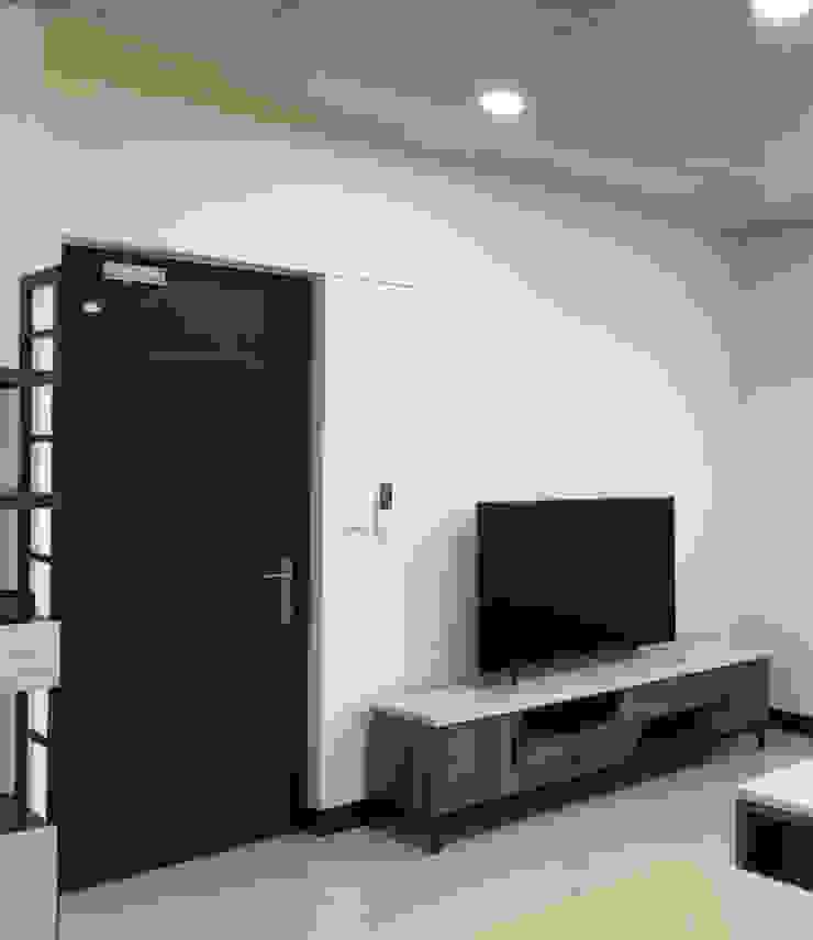 利用隱形掀門增寬電視牆 根據 台中室內設計裝修 心之所向設計美學工作室 簡約風
