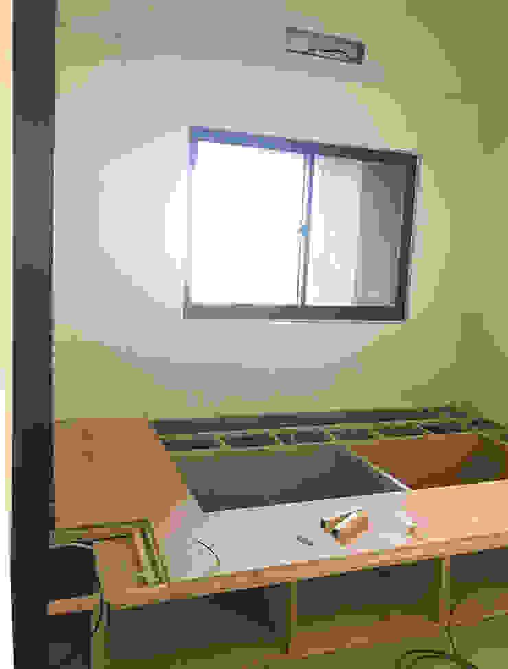 床座施工照: 極簡主義  by 台中室內設計裝修 心之所向設計美學工作室, 簡約風