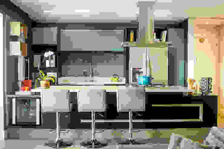 Cozinha Ampliada por Maestrelo Arquitetura e Interiores Moderno Madeira Efeito de madeira
