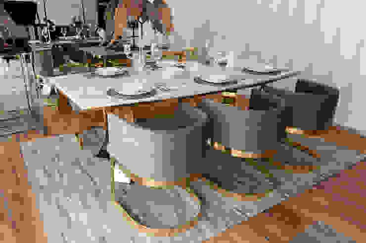 Dis Espacio Ruang Makan Gaya Eklektik Marmer Amber/Gold