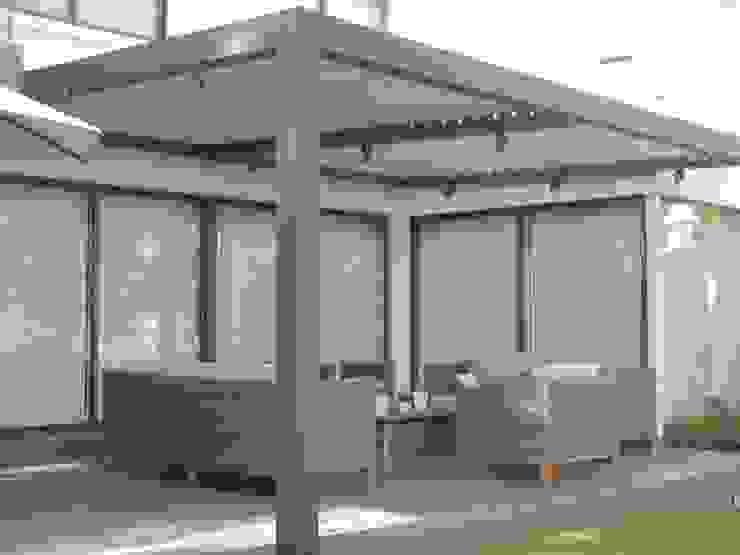Terraza Bioclimatica Balcones y terrazas modernos de Comercial Dominguez Moderno Aluminio/Cinc
