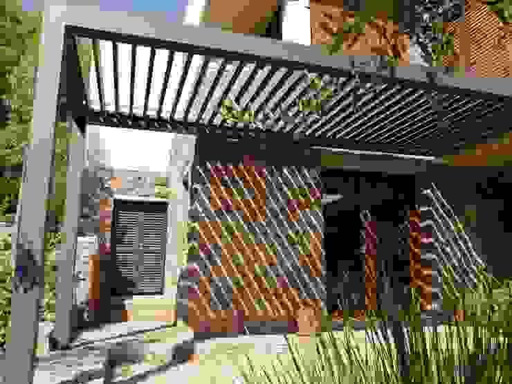 Terraza Bioclimática Balcones y terrazas modernos de Comercial Dominguez Moderno Aluminio/Cinc