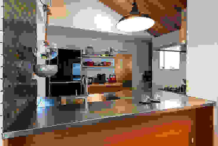 CSH15 ウミマチハウス 逗子市桜山 クラシック一級建築士事務所 モダンな キッチン 木 木目調