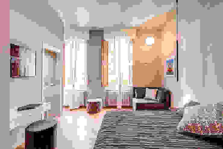 Dormitorios de estilo moderno de MOB ARCHITECTS Moderno