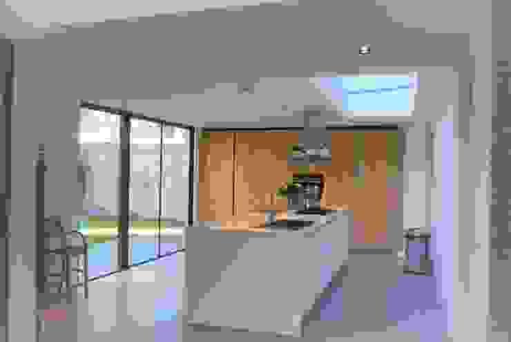 Monumentale villa renovatie Studio Van Dijl Architecten Klassieke keukens