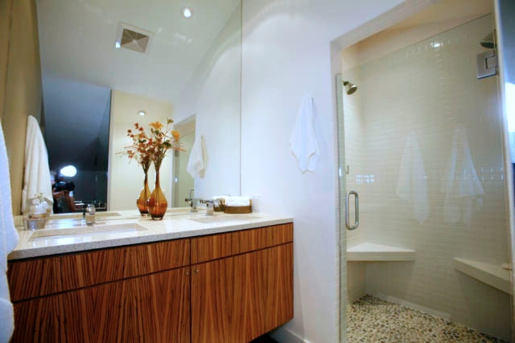 Malibu Modern Loft KINGDOM Modern Bathroom