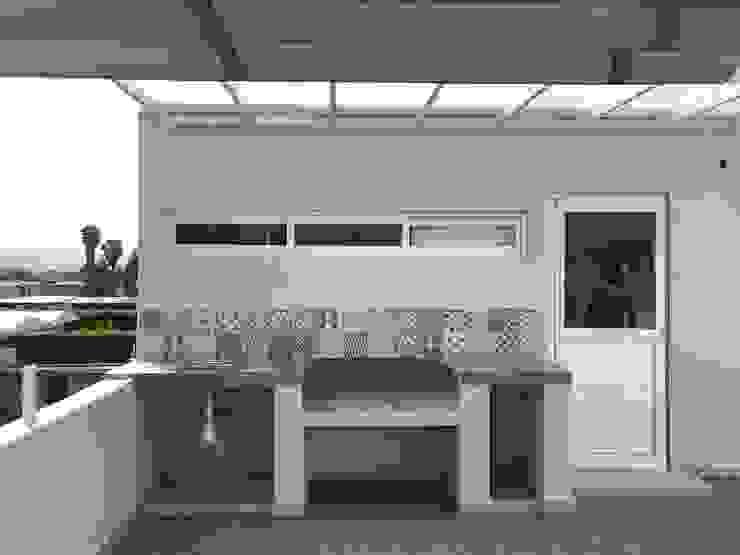 Roof Garden Balcones y terrazas modernos de Ideas Arquitectónicas Moderno Azulejos
