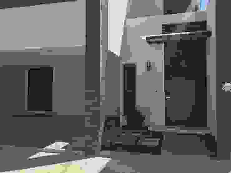 Acceso principal Casas modernas de Ideas Arquitectónicas Moderno Concreto