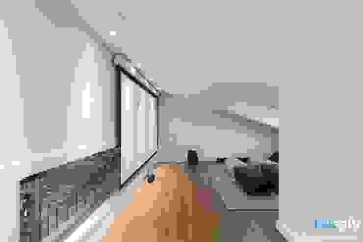 전주인테리어 우미린 탑층 아파트인테리어 , 인더스트리얼 인더스트리얼 미디어 룸 by 디자인투플라이 인더스트리얼