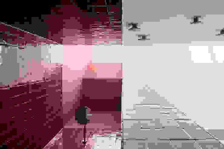 Hausfuchs - Haus Ost IFUB* Moderne Badezimmer Rot