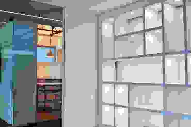 Ingenierías y Construcciones ELDEPCI Modern Walls and Floors White