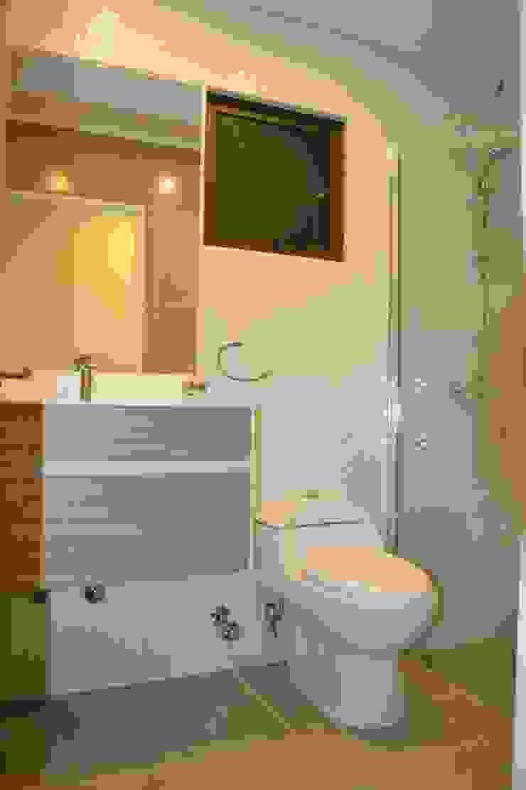 Baño equipado Baños de estilo mediterráneo de Casas Metal Mediterráneo
