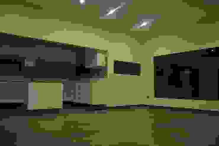 Vivienda 90 m2 Mediterráneo Nativa Comedores de estilo mediterráneo de Casas Metal Mediterráneo
