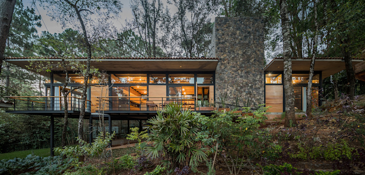 Saavedra Arquitectos Modern houses Solid Wood Wood effect