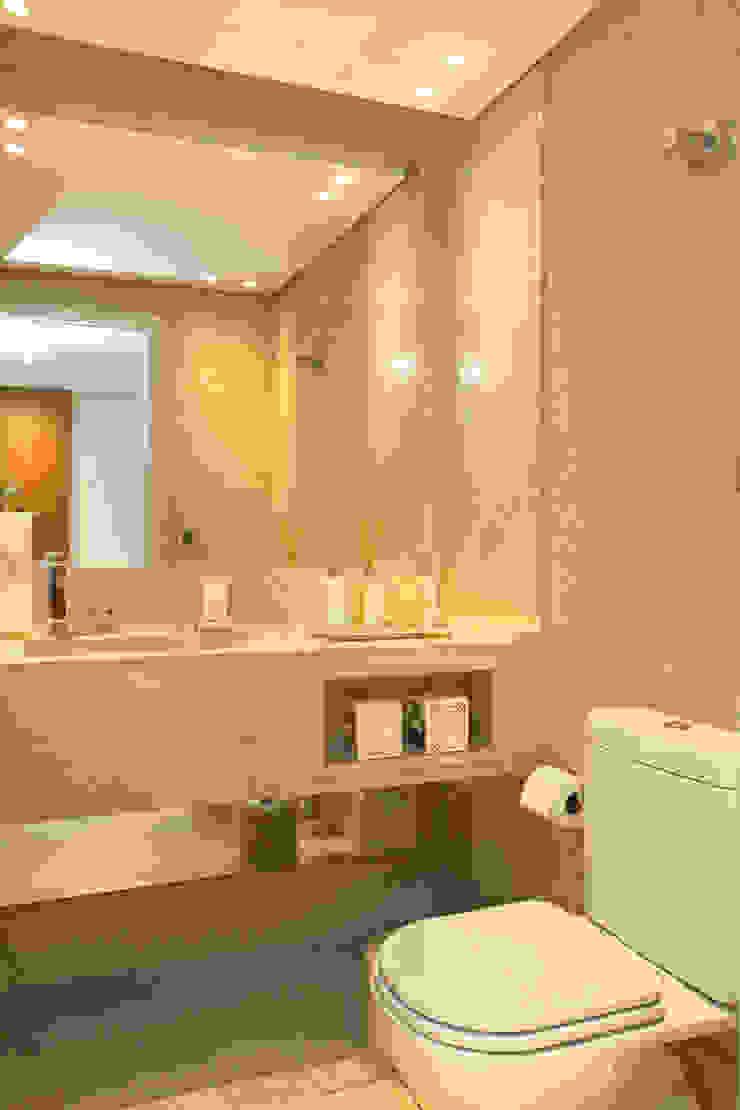 Modern bathroom by Célia Orlandi por Ato em Arte Modern