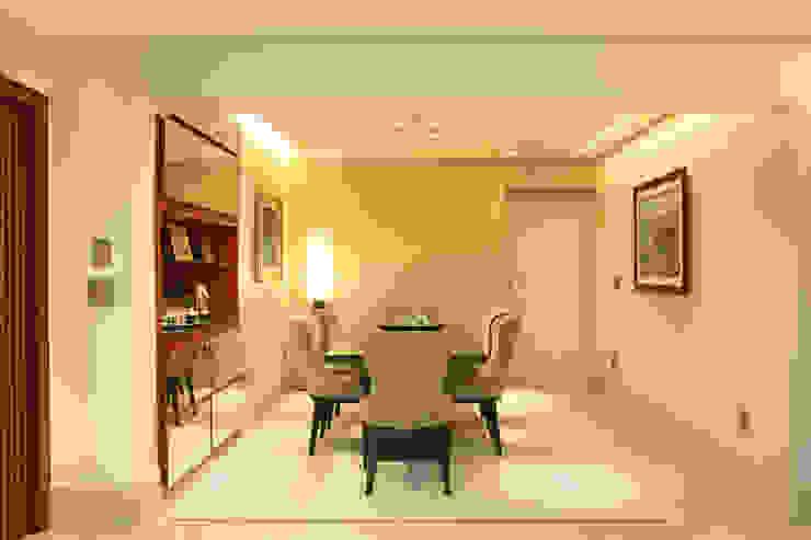 Modern dining room by Célia Orlandi por Ato em Arte Modern