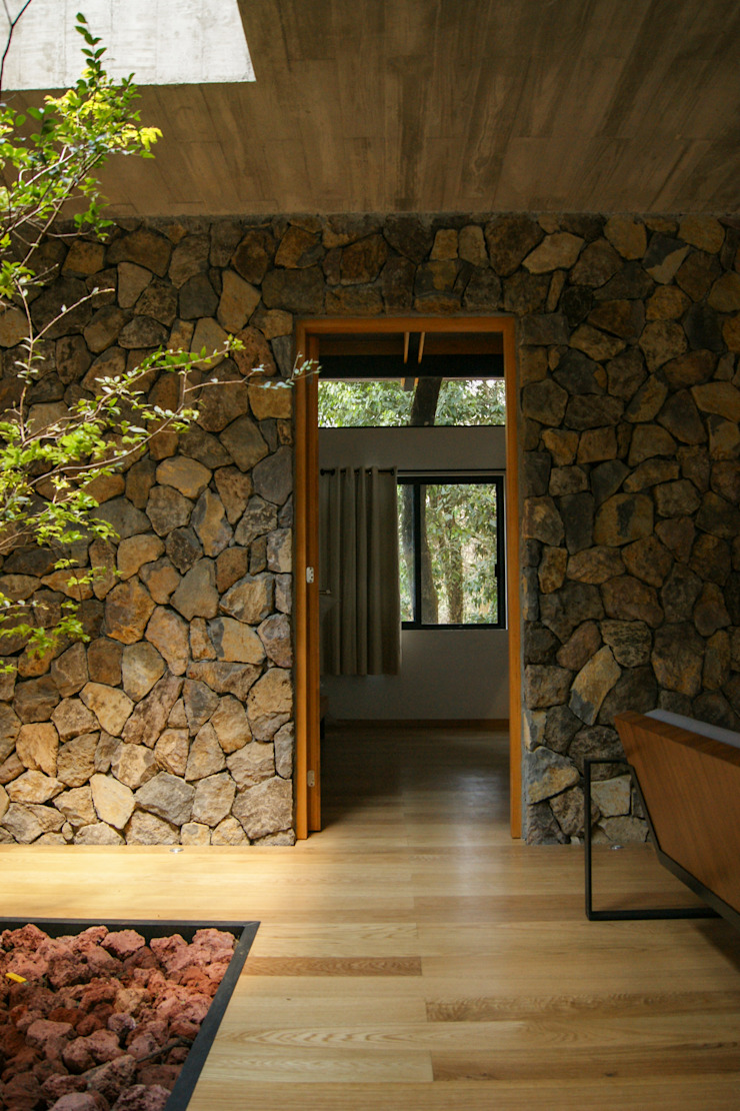 Saavedra Arquitectos Dinding & Lantai Gaya Rustic Batu