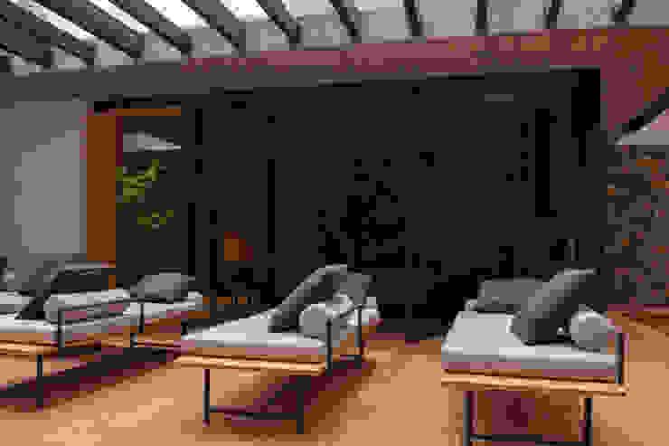 Saavedra Arquitectos Balkon, Beranda & Teras Modern