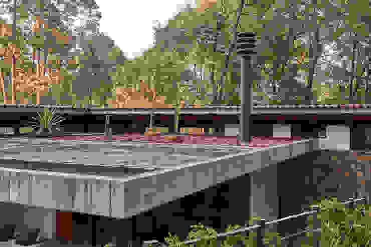 Quinta Fachada de Saavedra Arquitectos Moderno Concreto