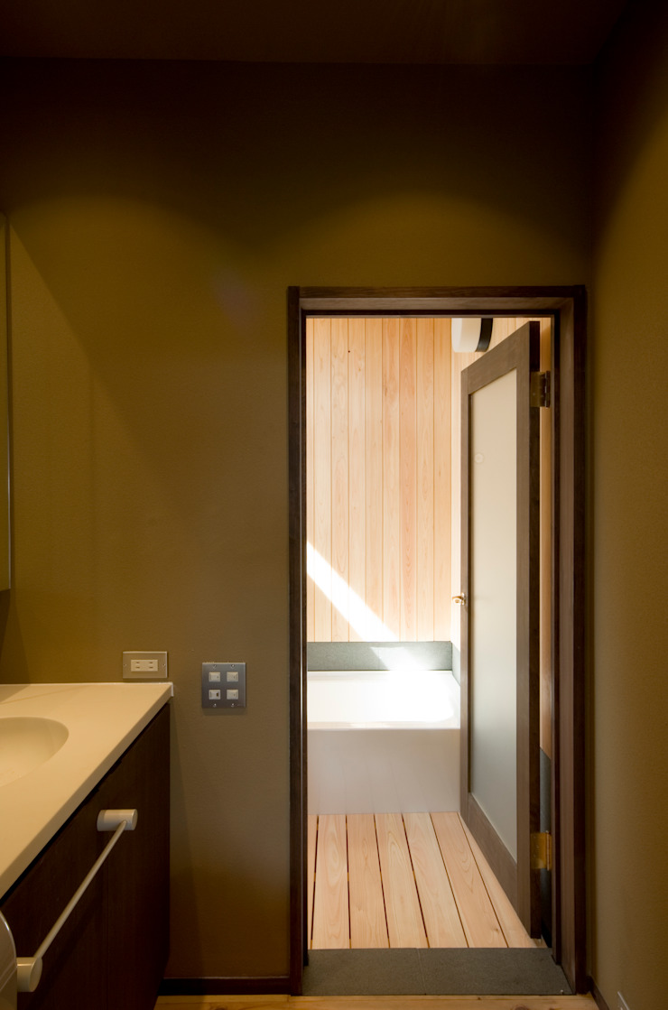 Asian style bathroom by 森村厚建築設計事務所 Asian Wood Wood effect