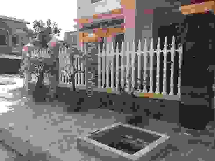 Hoàn thiện công trình hàng rào trụ tháp biệt thự gia đình anh Đức, khu đô thị mới Yên Phong, Bắc Ninh Tường & sàn phong cách hiện đại bởi Hàng rào ly tâm Bilico Hiện đại Bê tông cốt thép