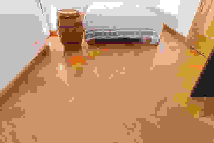 Klasyczna sypialnia Klasyczna sypialnia od Roble Klasyczny Drewno O efekcie drewna
