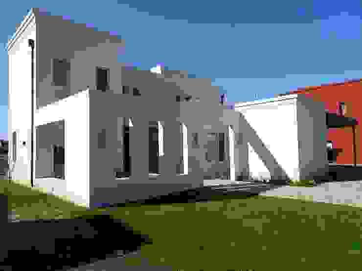 Acceso por patio de Estudio Dillon Terzaghi Arquitectura - Pilar Clásico Ladrillos
