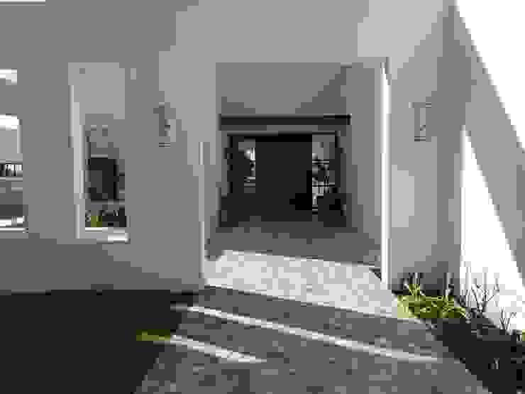 Patio de acceso de Estudio Dillon Terzaghi Arquitectura - Pilar Clásico Piedra