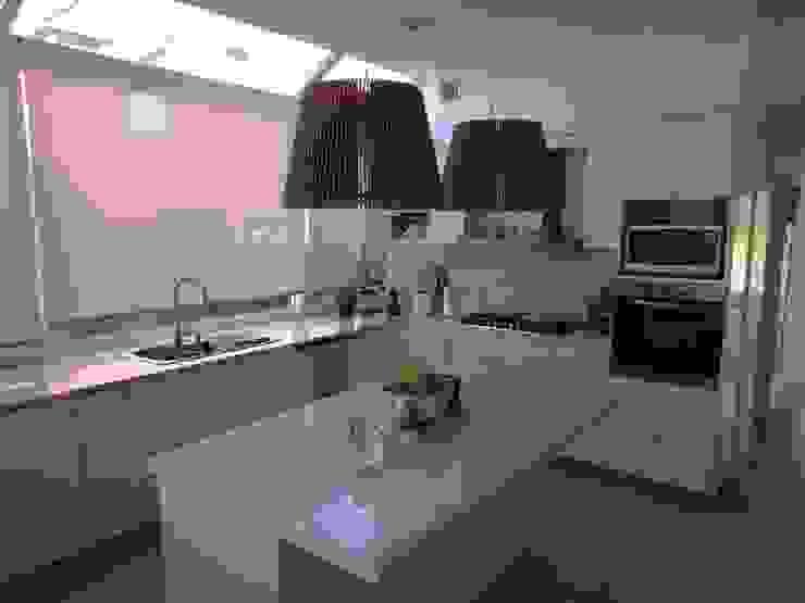 Cocina con isla de Estudio Dillon Terzaghi Arquitectura - Pilar Clásico Mármol