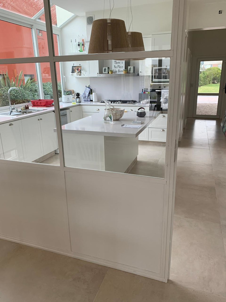 Mampara dividiendo cocina de family de Estudio Dillon Terzaghi Arquitectura - Pilar Clásico Hierro/Acero