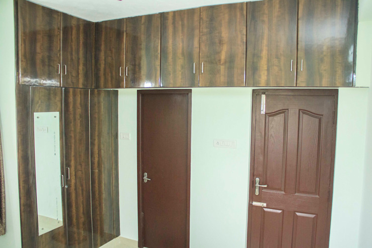 Bedroom storage unit & Closet Ajith interiors BedroomWardrobes & closets Wood Wood effect