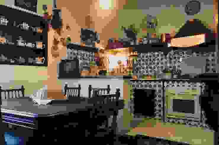 la cucina in muratura in stile seicento napoletano arch. Consuelo de Michele Cucina attrezzata Ceramica Variopinto