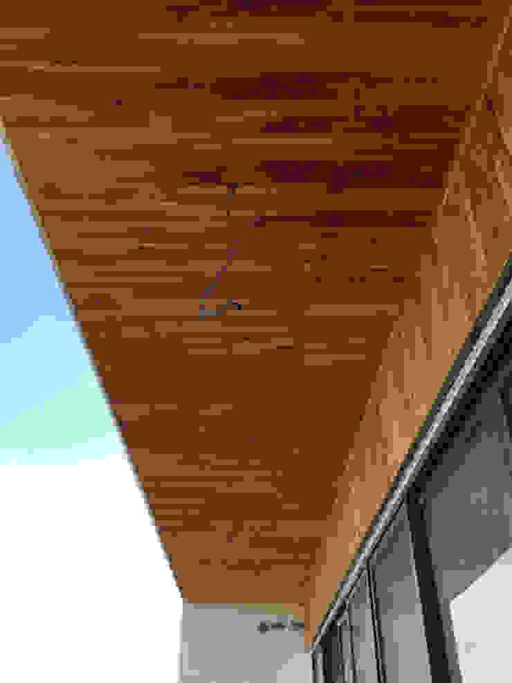 Thi công sàn ngoài trời - ốp trần ban công và ốp mặt tiền bằng gỗ teak - gỗ giả ty bởi KIÊN LINH