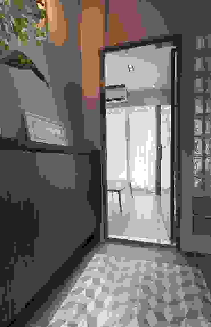 回家後 地中海走廊,走廊和楼梯 根據 問李室內裝修有限公司 地中海風 磁磚