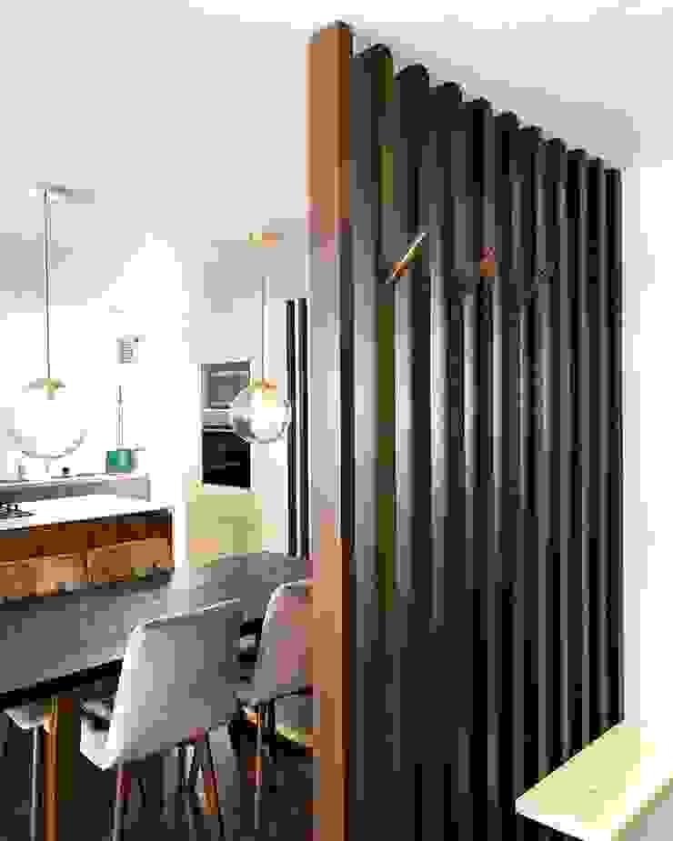 entrearquitectosestudio Modern corridor, hallway & stairs Wood Wood effect