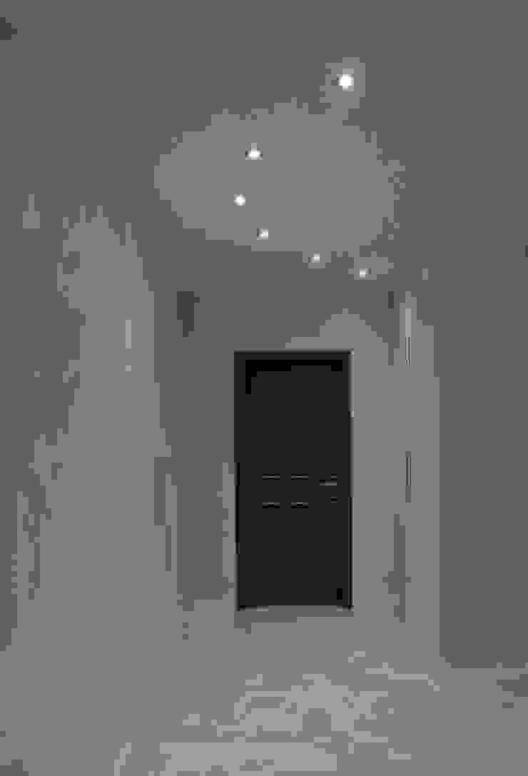 Casa P45 Ingresso, Corridoio & Scale in stile moderno di ArchitetturaTerapia® Moderno PVC