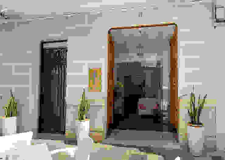 acceso La Mano Derecha estudio Bares y clubs de estilo ecléctico