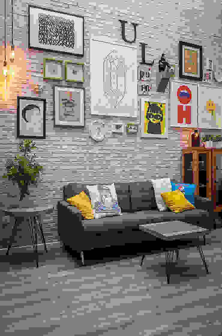 zona de asientos La Mano Derecha estudio Bares y clubs de estilo ecléctico