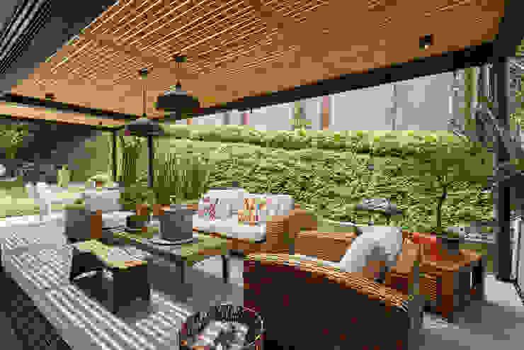 Casa Avellaneda Balcones y terrazas de estilo rústico de CAJA BLANCA Rústico