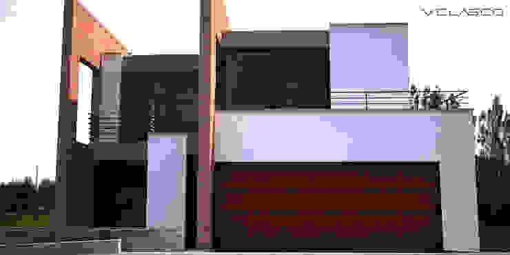 Fachada de acceso de Velasco Arquitectura Moderno Ladrillos