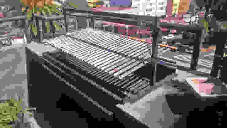 Asador tipo Argentino Balcones y terrazas modernos de Creativo 84 Moderno