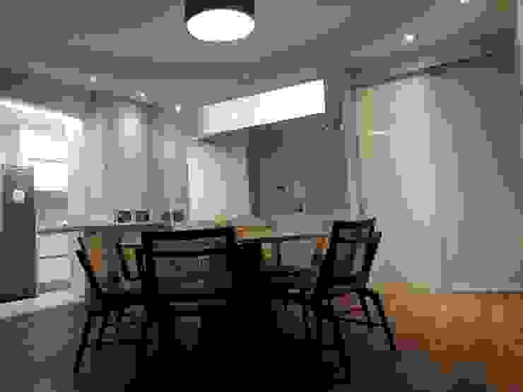 sala de jantar com vista para corredor por Ana Laura Wolcov - ARTE WOLCOV